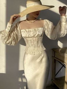 Vintage Outfits, Classy Outfits, Vintage Fashion, Elegant Outfit, Elegant Dresses, Pretty Dresses, Vintage Mode, Satin Blouses, Dream Dress