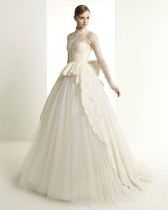 Elegant White Ivory Lace Tulle Long Sleeve Ball Gown Quinceanera Wedding Dresses