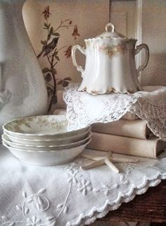 Raindrops and Roses ~ Shades of white Shabby Style, Shabby Chic Homes, Shabby Chic Decor, French Cottage, Cozy Cottage, Cottage Style, French Country, Romantic Cottage, Country Life