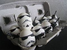 Passionate About Crafting : How To Guide: Star Wars Easter Egg Designs - Storm Troopers Easter Eggs! Star Wars Party, Star Wars Birthday, Art D'oeuf, Tema Star Wars, Funny Eggs, Egg Photo, Egg Designs, Egg Art, Egg Decorating