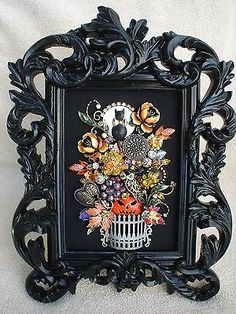 VINTAGE RHINESTONE JEWELRY FRAMED HALLOWEEN PIN TREE- BLACK CAT PUMPKIN OWL FROG