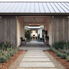 trendy farmhouse exterior home design ideas page 26 41 Modern Barn, Modern Farmhouse, Farmhouse Style, Contemporary Farm House, Metal Building Homes, Building A House, Stommel Haus, Design Exterior, Breezeway
