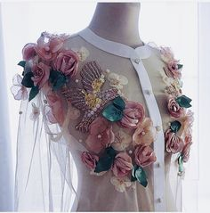 New Flowers Fashion Inspiration Haute Couture Ideas Look Fashion, Fashion Details, Diy Fashion, Fashion Outfits, Fashion Design, Floral Fashion, Fashion Online, Embroidery Dress, Floral Embroidery