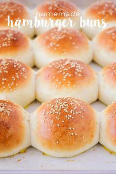 Best Burger Buns, Homemade Burger Buns, Homemade Hamburgers, Bread Machine Hamburger Bun Recipe, Homemade Rolls, Diy Spring, Bread Bun, Love Food, Crack Crackers