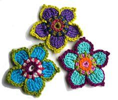 Cute Crochet, Crochet Motif, Crochet Hooks, Knit Crochet, Crochet Patterns, Yarn Flowers, Crochet Flowers, Rakhi, Kids Bags