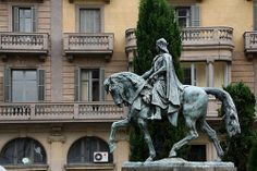 Placa de Catalunya Barcelona: Statues and fountain 2012 Barcelona 2016, Old City, Statue Of Liberty, Fountain, 19th Century, Centre, Wordpress, Old Things, Lion Sculpture