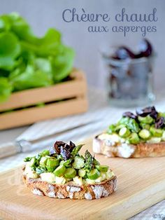 Warm Goat Toast with Seared Asparagus The post Warm Goat Toast with Seared Asparagus appeared first on Flammkuchen Toast. Tapas, Healthy Cooking, Cooking Recipes, Food Porn, Vegetarian Recipes, Healthy Recipes, Food Menu, Creative Food, Finger Foods