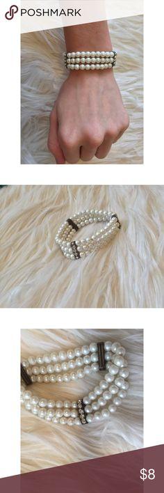 Faux pearl bracelet Faux pearl bracelet with faux diamonds Accessories