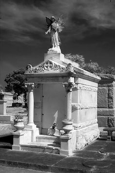 New Orleans.One of many reasons for wanting to visit New Orleans. the cemeteries! New Orleans Cemeteries, Old Cemeteries, Graveyards, Visit New Orleans, New Orleans Louisiana, Louisiana Creole, Louisiana Usa, Statues, Wonderful Places