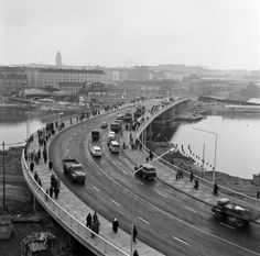 Hakaniemen silta on juuri avattu liikenteelle 1961. (Kuva Hgin kaupunginmuseo, Foto Roos). Mao Zedong, Map Pictures, Martin Luther, Helsinki, Time Travel, Denmark, Norway, Sweden, Budapest