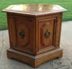 17 Trendy diy dog bed crate end tables End Table Pet Bed, Dog Kennel End Table, Redo End Tables, Crate End Tables, Pet Furniture, Reuse Furniture, Refinished Furniture, Distressed Furniture, Repurposed Furniture