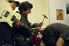 Omar (el del martillo), el bajista.