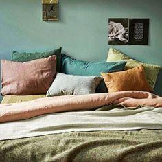 FOCUS  Le vert appartient à ces couleurs que l'on peut associer facilement. L'ocre le mauve le rose ainsi que le taupe sont des teintes qui pourront convenir parfaitement à votre décoration.  #LeVertEnDéco  #Interior #Deco #HomeDeco #HomeDesign #Lifestyle #Design #Décoration #Living #InteriorDesign #StyleOfTheWeek #Style #Home #Inspiration #PicOfTheDay #PhotoOfTheDay #InstaFollow #BestOfTheDay #Igers #Green #Vert #GreenAttitude #GreenColor #Couleur #InstaColor #Nature #Végétal #Verdure…