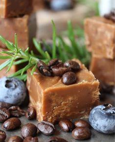Homemade Sweets, Homemade Candies, Fika, Scandinavian Christmas, All Things Christmas, Truffles, Fudge, Coffee Shop, Pavlova