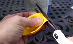 Use Balloons And Flour To Make Clever 'Ninja Balls'. Similar in consistency to stress balls, these make great toys for kids. They're customizable, mashable and perfect for juggling. Home Crafts, Crafts For Kids, Preschool Crafts, Easy Crafts, Make Your Own, How To Make, Summer Crafts, Weekend Crafts, Summer Kids
