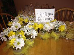 daisies, baby breaths, and mason jar centerpieces