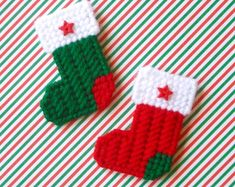 Plastic Canvas: Christmas Stockings Mini Magnets (set of 2)