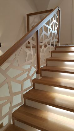 Wooden Staircase Railing, Small Staircase, Stair Railing Design, Modern Window Grill, Stair Wall Decor, Stairs In Living Room, Modern Stairs, Facade House, Architecture Design
