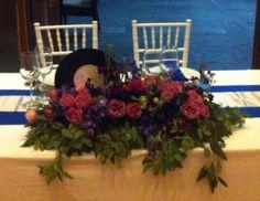 Las flores pueden ser la temática de tu boda, más en primavera o un elemento de decoración más, pero es casi imposible pensar en una boda sin arreglos florales o naturales en algún detalle al menos.