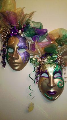 Mardi Gras dining room decorations