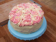 Rostårta med hallonmousse och daimgrädde | Recept.nu Bagan, Banting Recipes, Swedish Recipes, Fika, Themed Cakes, Beautiful Cakes, Tart, Cake Decorating, Wedding Cakes