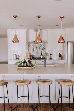43 ideas kitchen decor above cabinets ideas interior design Home Decor Kitchen, Interior Design Kitchen, New Kitchen, Home Kitchens, Kitchen Wood, Kitchen Ideas, Life Kitchen, Kitchen Modern, Copper In Kitchen