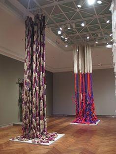 Right,Trapeze de Cristobal, 1971.   Left, Lianes Nantaises, 1973. #weaving #fiber #fibre