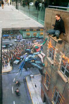 Amazing 3d street art - Batman and Robin climbing a building!