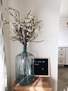 So schaffen Sie ein Spa-Ambiente zu Hause - home decor ideas Style At Home, Vase Deco, Decoration Entree, Boho Home, Deco Floral, Home Fashion, Farmhouse Decor, Living Room Decor, Bedroom Decor