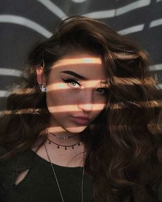 Read from the story Elenco e Fotos Shadow Photography, Portrait Photography Poses, Tumblr Photography, Creative Photography, Insta Photo Ideas, Photo Tips, Bild Girls, Cute Selfie Ideas, Cute Poses For Pictures