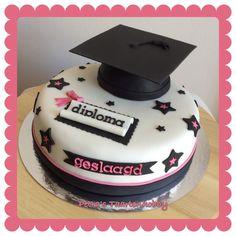 taart geslaagd Geslaagd Taart' in zwart/wit met rode accenten. 'Graduation Cake  taart geslaagd