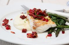skrei (white fish) with chorizo and pomegranate, asparagus and spinach, and pureed potatoes Chorizo, Seafood Dinner, Fish Dishes, Food For Thought, Pomegranate, Cod, Nom Nom, Potatoes, Yummy Food