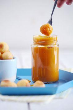 En hiver, la variante du ketchup classique est celle du ketchup de potiron. Facile à faire et tellement gourmande, on ne peut pas y résister !