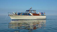 Chris Craft Boats, Motor Yachts, Cabin Cruiser, Yacht Interior, Wood Boats, Classic Motors, Boat Building, Rowing, Vintage Wood