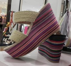 This summer 2012 season report is focusing on the Flat and Heel Wedge Women Trends in Japan.    I think the very unique and new trend is the materials used for the Wedge soles : cork, wood, cord, leather, combined material.