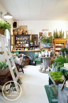 gift shop display ideas we hope you like it by decorations Gift Shop Displays, Store Displays, Coffee Shop, Amsterdam Trip, Boutique Deco, Retail Merchandising, Deco Floral, Garden Shop, Antique Stores