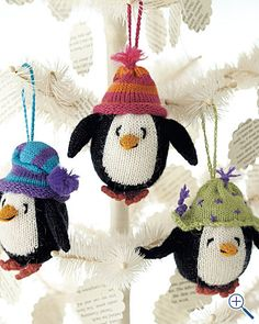 Knitted penguins!! I want these for my Christmas tree!