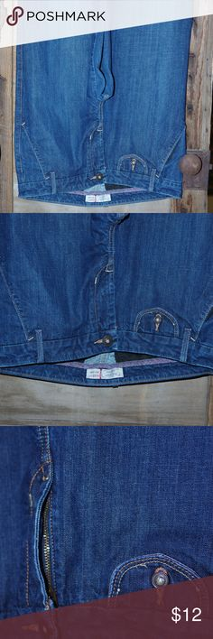 """OLD NAVY Mid Denim Jeans Sz 12 Flare Bell Bottoms Old Navy Mid Rise Tag Size 12 Waist measures 16.5"""" across flat Flare of leg opening measures 11"""" across flat Inseam 32.5"""" Front rise from crotch seam to waistline: 9-3/4"""" 99% Cotton 1% Spandex Old Navy Jeans Flare & Wide Leg"""