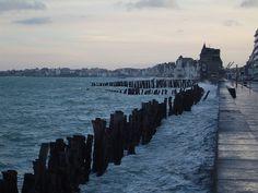 La chaussée du Sillon à Saint-Malo lors d'une marée haute de fort coefficient (106)