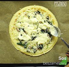 Na każdym naleśniku umieść podsmażony boczek i szpinak. Dodaj mozarellę i sos beszamelowy. Stwórz kilka warstw. Camembert Cheese, Dairy, Food, Essen, Meals, Yemek, Eten