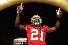 Frank Gore passes Roger Craig to move into second place on the 49ers all-time rushing leaders, 10/30/11