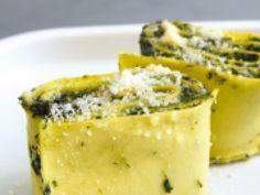 """750g vous propose la recette """"Lasagnes roulées aux épinards et à la ricotta"""" notée 4.2/5 par 15 votants."""