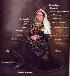 FolkCostume&Embroidery: Charro Costume of Salamanca Province, Spain Spanish Costume, Spanish Dress, Folk Clothing, Historical Clothing, Warrior Fashion, Mexican Outfit, Court Dresses, Pelo Natural, Europe Fashion