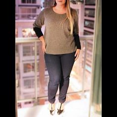 Looking for a chic weekend outfit?  This gorgeous black and grey @eileenfisherny sweater with @jamesjeans is calling your name!  #plussizefashion #plussizestyle #psfashion #psstyle #psblogger #fatshion #effyourbeautystandards #honormycurves #curves #curvy #torontofashion #primaala #beautyislimitless #plussizeootd #psootd #curvesarein #beautybeyondsize #lovetheskinyourein #chic #weekendwardrobe #plussizejeans #weekend #saturday #balcony