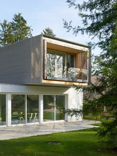 House designed to function like a bridge.(via Gau Paris)