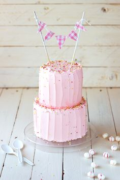 White Cake with Strawberry Fluff Swiss Meringue Buttercream Pretty Cakes, Cute Cakes, Beautiful Cakes, Yummy Cakes, Amazing Cakes, Birthday Parties, Pink Birthday, Birthday Celebrations, Happy Birthday