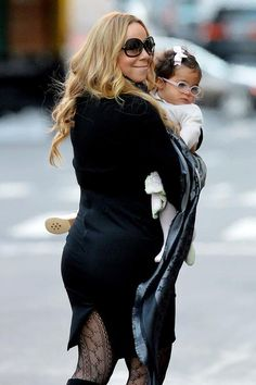 : Photo Mariah Carey carries her adorable daughter Monroe while walking around the Tribeca neighborhood on Monday (October in New York City. The singer… Celebrity Moms, Celebrity Photos, Celebrity Daughters, Celebrity Style, Tommy Mottola, Mariah Carey Photos, Hip Hop, Female Singers, Mothers Love