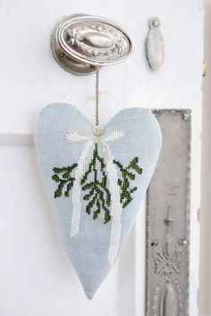 Cross stitch pattern MISTLETOE WREATH di anetteeriksson su Etsy