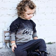 Boys long hairstyles have been a thing which girls really like, thoughthis is not the intention for the boys, they just want to look handsome in Bushy Hair, Side Curls, Black Curls, Kid Check, Great Neck, Short Bangs, Afro Style, Boys Long Hairstyles, How To Look Handsome