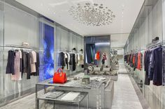 House of Dior in Seoul | Stores and windows displays. #windowsdisplays #design #interiordesign #fashion #retaildesign #retail #store See more: http://www.bykoket.com/news/interior-design